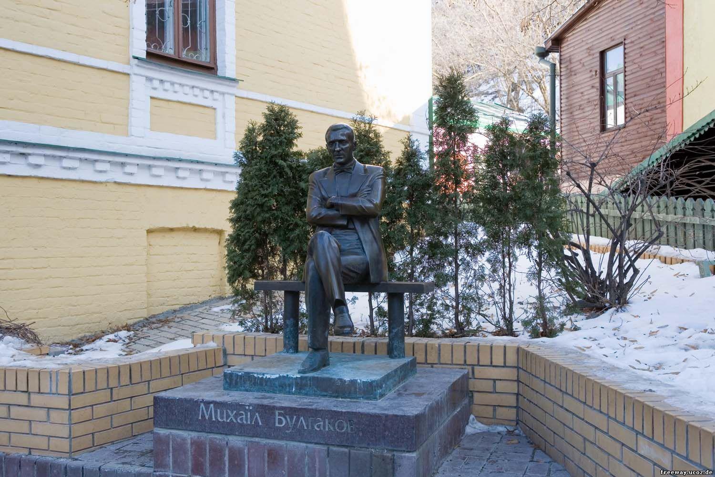 памятник Булгакову