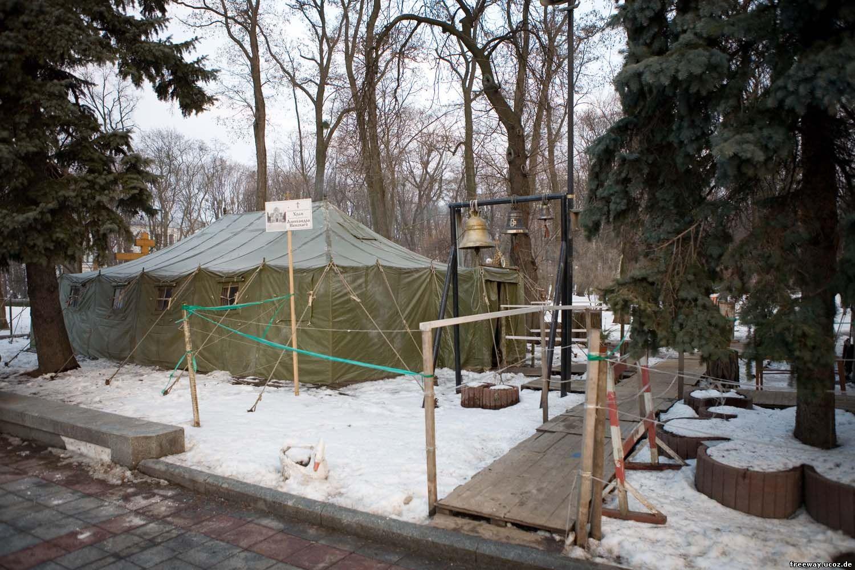 церковь в армейской палатке