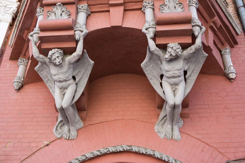 замок Подгорского (крылатые обезьяны)
