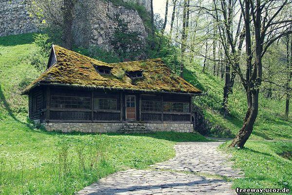 Чайный дом в парке около замка Bran