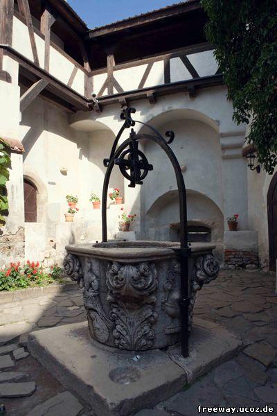 Колодец во внутреннем дворике замка Bran