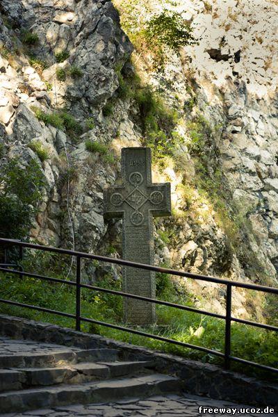 Крест у входа в замок Bran