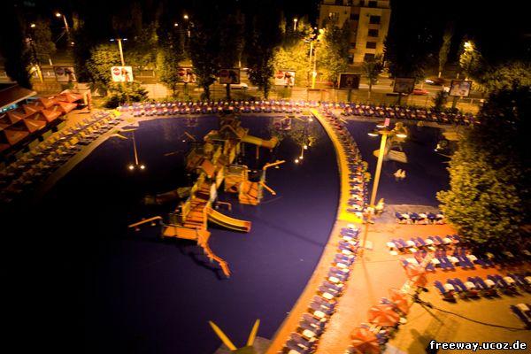 Ночной вид на аквапарк