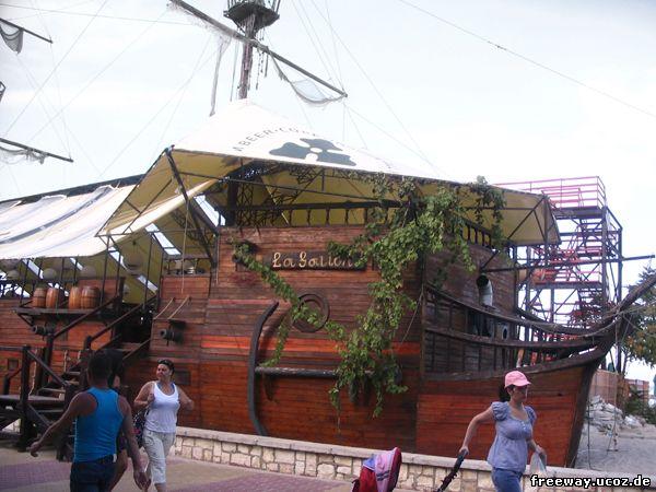 Ресторан в виде корабля «La Galion».