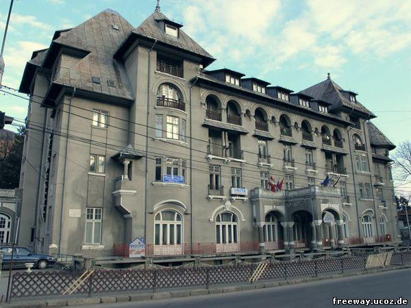 Вид отеля «PALTINIS» со стороны фасада