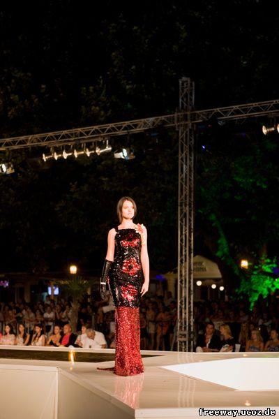 Модель из коллекции дизайнера Catalin Botezatu. Девушка – модель была конкурсанткой и по итогам конкурса выиграла титул «f photomodel»